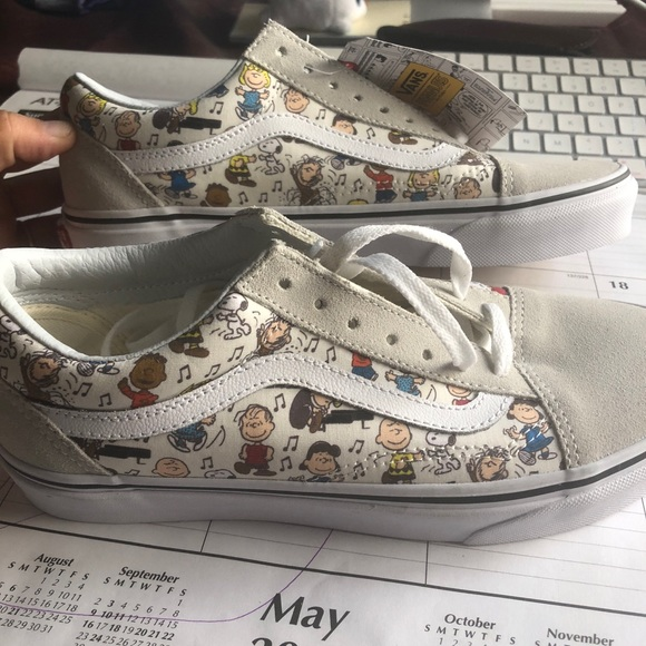 70043be59e Vans peanuts edition